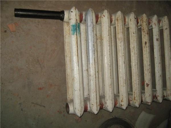 Чтобы оценить качество промывки, достаточно вскрыть любой радиатор.