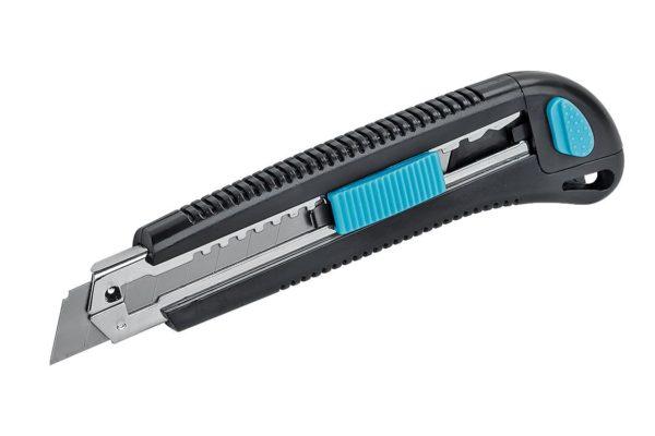 Чтобы ровно резать поролон и винилискожу, нужен нож с очень острым лезвием