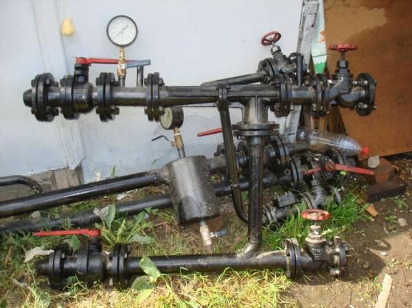 Демонтированный элеватор отопления