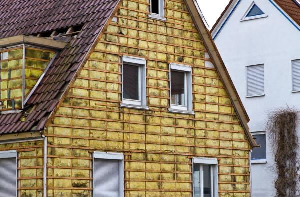 Для деревянного дома вата является защитой от огня.