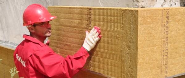 Для фасадов используют жесткие плиты.