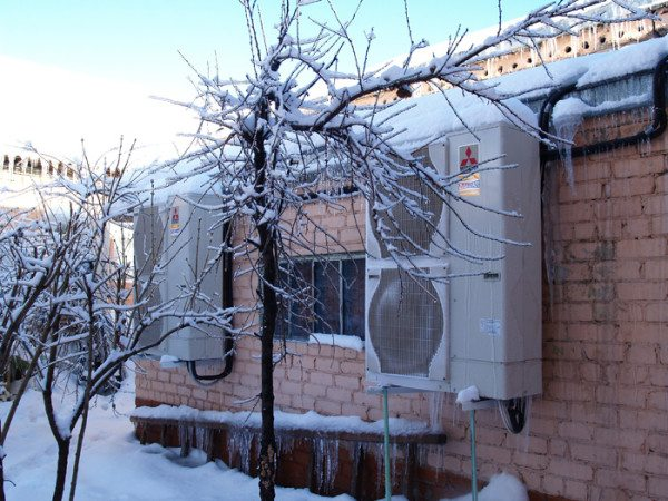 Для теплового насоса Mitsubishi Zubadan производителем заявлена нижняя граница рабочей температуры в -25 градусов.