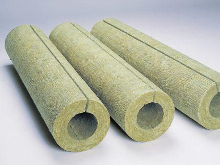 Для утепления удобно использовать готовые коконы из минеральной ваты.