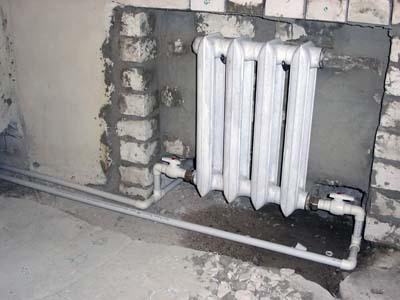 Допускается обвязка чугунных радиаторов отопления пластиковыми подводками.