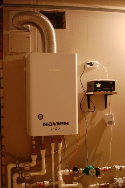 Двухконтурный газовый котел способен одновременно обеспечивать дом отоплением и горячей водой.