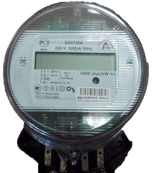 Двухтарифный счетчик раздельно учитывает дневное и ночное энергопотребление. Они тарифицируются по разным ставкам.