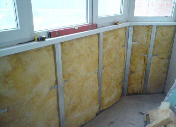 Эффективность утепления балкона во многом зависит от выбора теплоизоляционного материала
