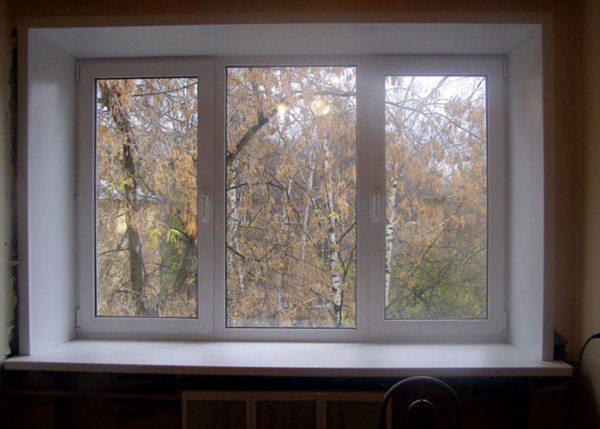 Его обеспечивают толстые стены и двухкамерные пластиковые окна.