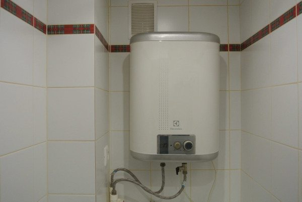 Электрический бойлер многократно увеличит расходы на нагрев воды по сравнению с газом.