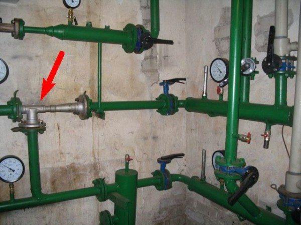 Элеватор - узел, в котором смешивается вода с подающей и обратной нитки. Смесь используется для обогрева дома.