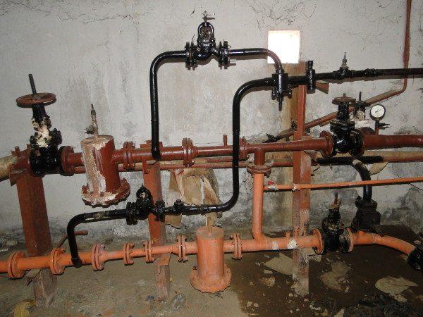 Элеваторный узел с двумя врезками горячего водоснабжения.