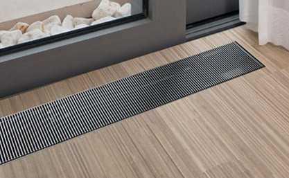Еще один интересный вариант установки отопления – монтаж его в полу (под оконным проемом, возле входной двери)