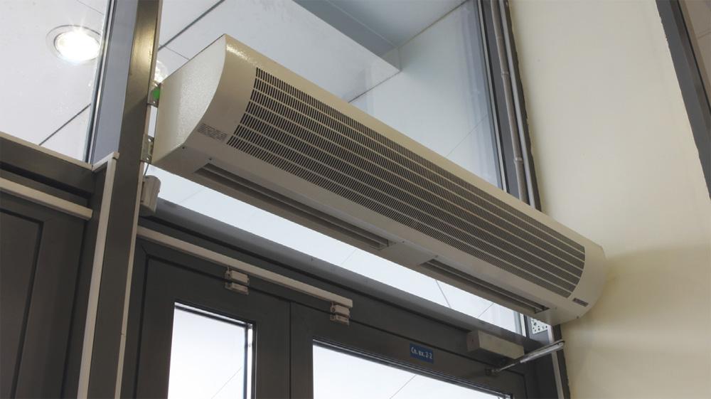 Этот отопительный прибор не дает холодному воздуху проникать в помещение.