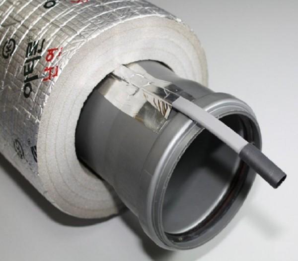 Фиксация кабеля скотчем и дополнительное утепление