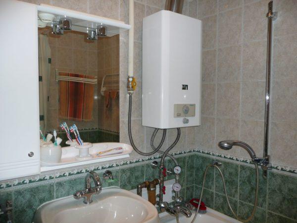 Газовую колонку можно устанавливать не только на кухне, но и в ванной комнате.