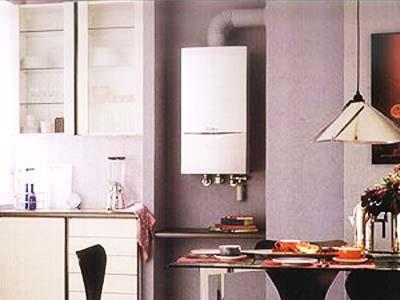 Газовый настенный котел отопления, установленный на кухне