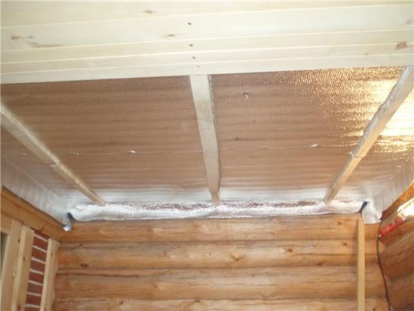 Гидроизоляция и внутренняя отделка потолка в парной.
