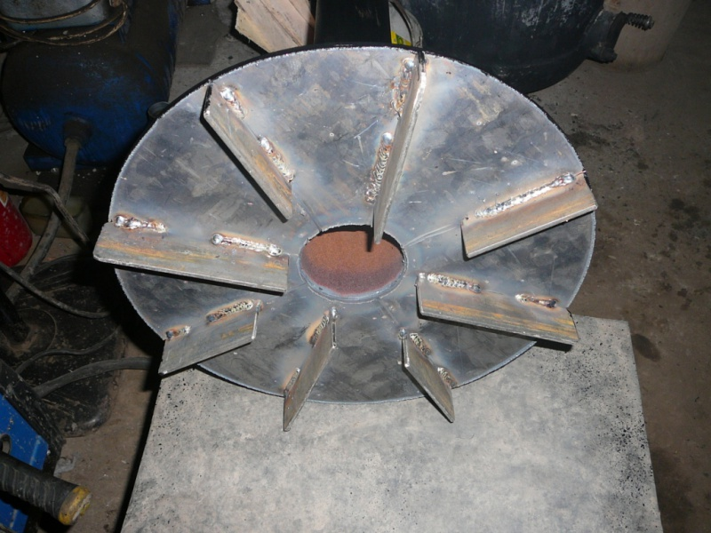 Главный элемент конструкции - подвижный воздуховод с распределяющим воздух диском.
