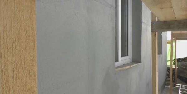Готовый результат – стена дома после армирования стеклосеткой