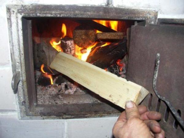Грамотный подход к растопке печи позволяет рациональнее использовать топливные материалы