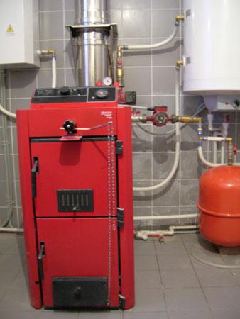 Именно к нагревательному котлу сходятся все «нити» управления отоплением дома за городом