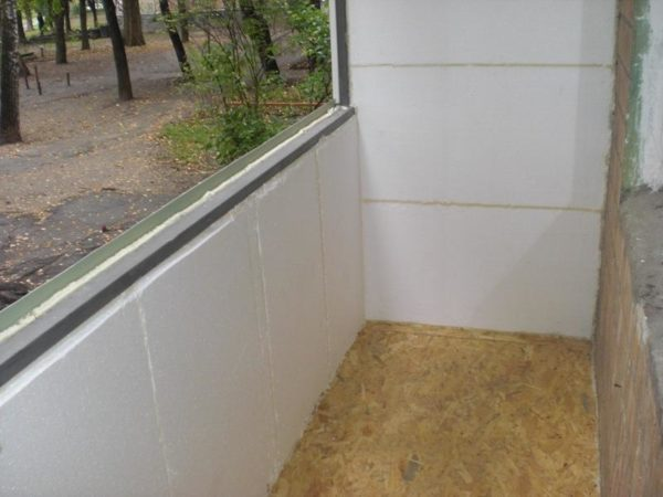 Использование пенопласта позволит снизить затраты на утепление балкона