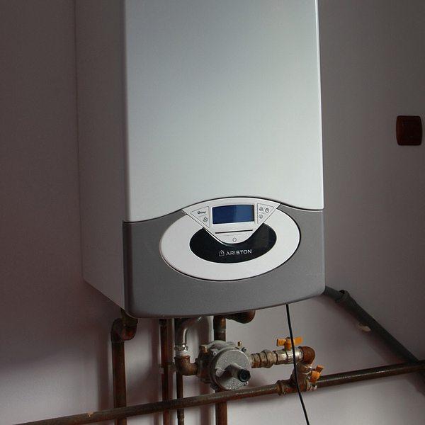 Исправная газовая колонка гарантирует наличие горячей воды в доме в любое время года