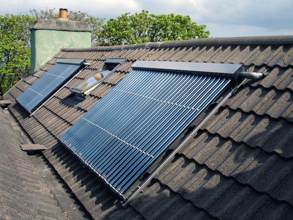 К сожалению, отопление нельзя сделать бесплатным. Солнце и ветер - слишком непостоянные источники энергии. Но сократить расходы можно.