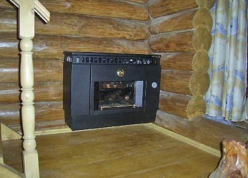 Конвектор на фото, однако, прекрасно обогревает холлы на первом и втором этажах. Если помещения не изолированы, возможность обогрева упрется только в его тепловую мощность.
