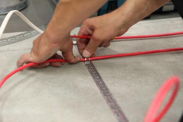 Крепления кабеля к монтажному приспособлению