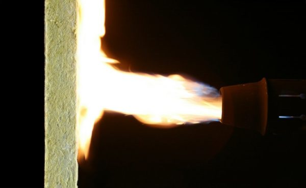 Минеральная вата не горит, и этоважное качество при утеплении жилых помещений