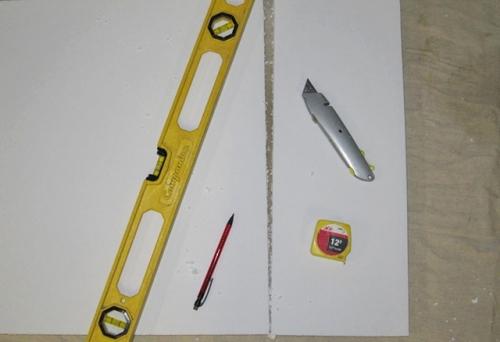 Минимум инструмента для работы с пенопластом.