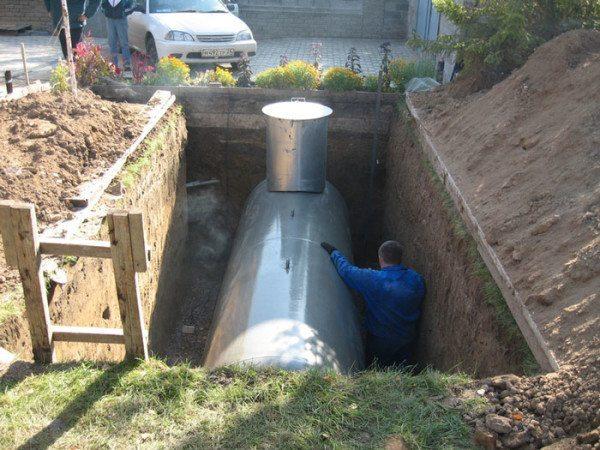 Монтаж газгольдера для автономного газоснабжения частного дома.