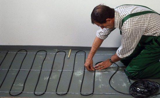 Монтаж греющего кабеля на бетонную стяжку.