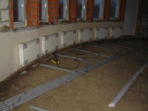 Монтаж радиаторов и подвод к ним трубопроводов в доме