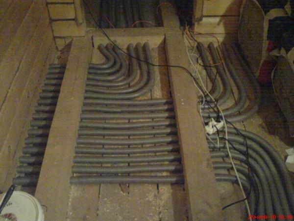 Монтаж труб в пол помещения