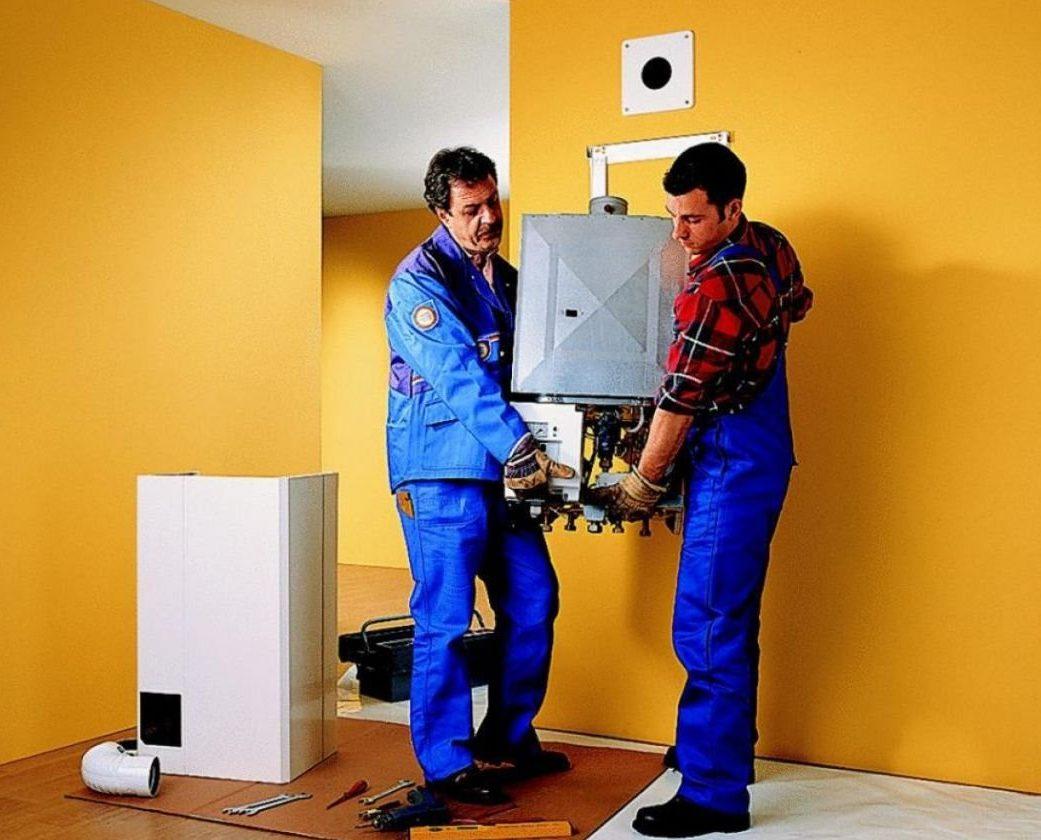 Монтаж водонагревательного газового оборудования специалистами хоть и обойдётся дороже, зато даст гарантии эффективной и безопасной работы аппарата