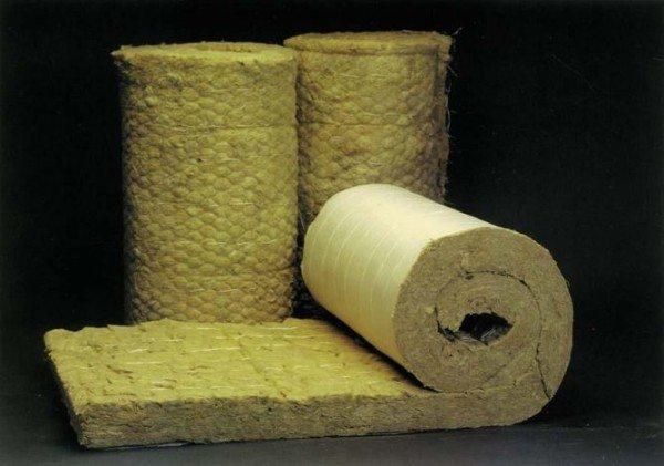 На фото – минеральная вата в рулонах