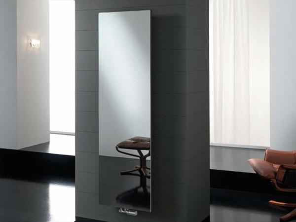 На фото – модель с зеркальной поверхностью