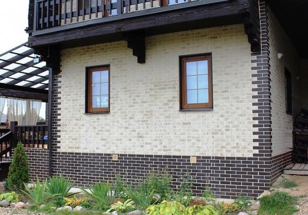 На фото – облицованный клинкерной плиткой дом