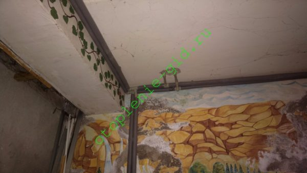 На фото — двухтрубная последовательная разводка отопления в подвале моего дома.