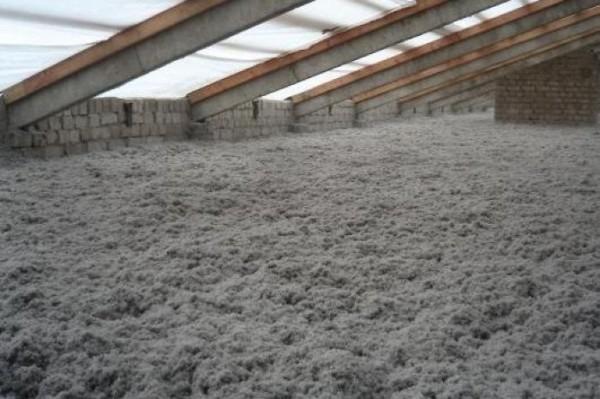 На фото: эковата – один из самых безопасных и эффективных материалов для утепления