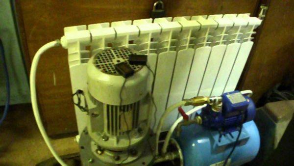 На фото еще один теплогенератор Потапова, в ходе испытательных работ подключённый к отопительному радиатору