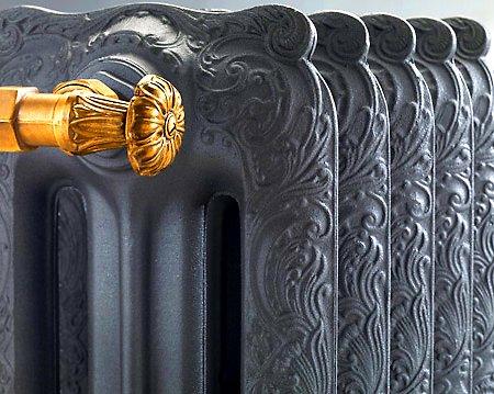 На фото: ретро чугунные радиаторы отопления – это роскошные изделия, изготовленные методом художественного литья