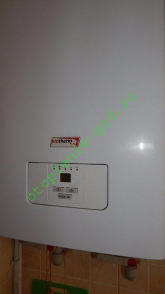 На фото — резервный ТЭНовый электрокотел в моем доме. Он предназначен для работы в экстремальные для Крыма заморозки, при температуре ниже -25°С.