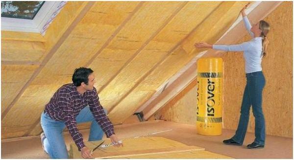 На фото: утепленная крыша позволяет создать полноценное жилое помещение в мансарде