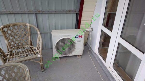 На фото — внешний блок инвертора, отапливающего мансарду в моем доме.