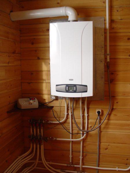 Настенный газовый отопительный котел — лидер по дешевизне киловатт-часа.
