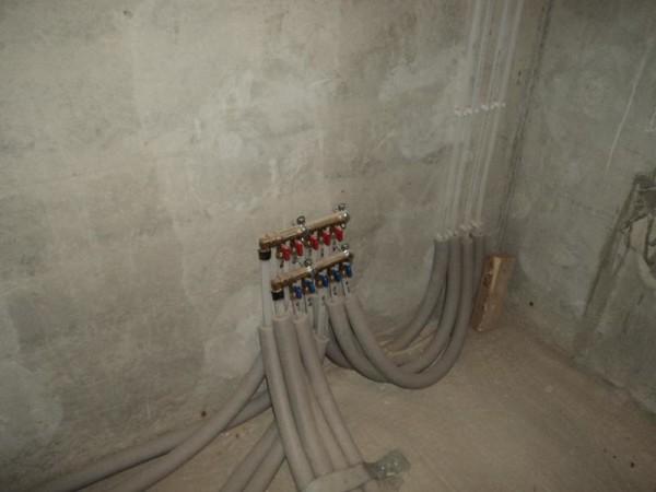 Не забывайте о пресловутых потерях тепла в трубопроводах – их изоляция очень важная вещь при использовании любых типов труб ив любой «уважающей себя» системе