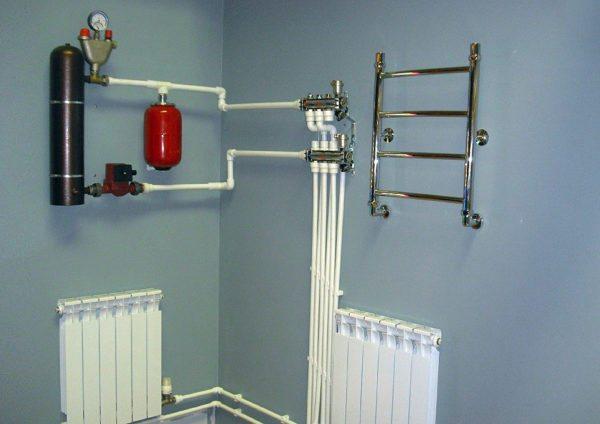 Небольшой самодельный электрокотел способен обогреть частный дом средних размеров.